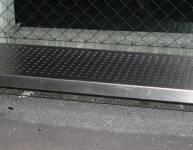 Kovinska klop za avtobusno postajo