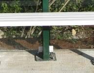 Kovinska klop za avtobusno postajališče