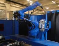 Stroj za robotsko varjenje