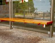 Lesena klop za avtobusno postajo