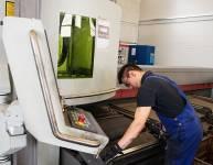 CNC operater laserskega razreza cevi (2)